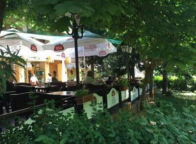 ресторант с лятна градина